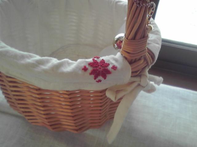 かごに刺繍